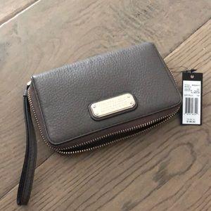 Marc Jacobs leather zipper wallet w/wrist strap